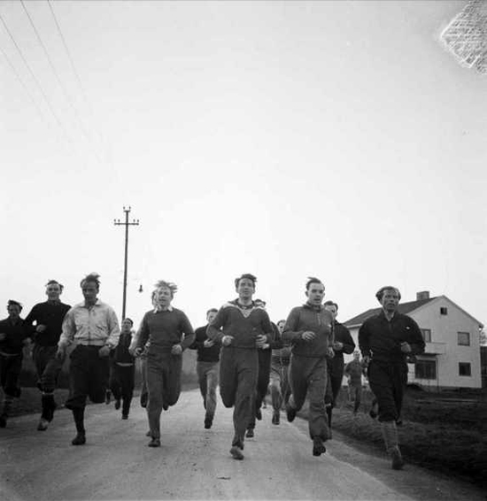 En gruppe Lynspillere på joggetur april 1947.