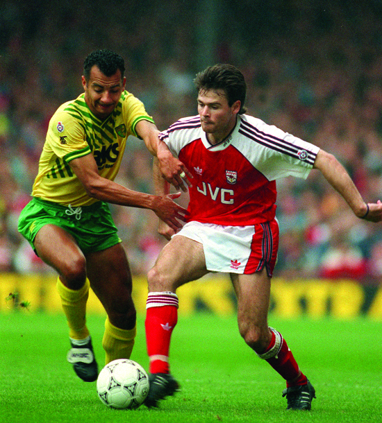 Anders Limpar var en av få utenlandske spillere da engelsk 1. divisjon ble til Premier League sesongen 1992/93.