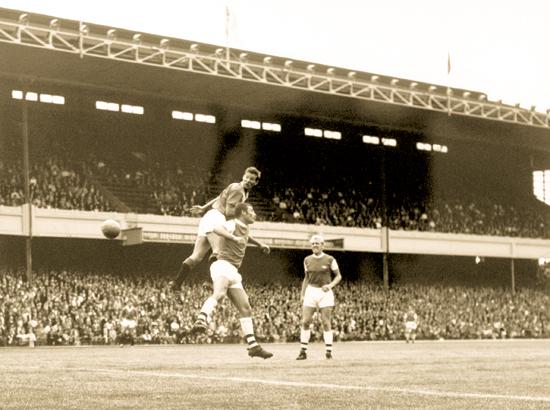 Alex Ferguson (FC Rangers) i duell mot Terry neill (Arsenal) (1967).