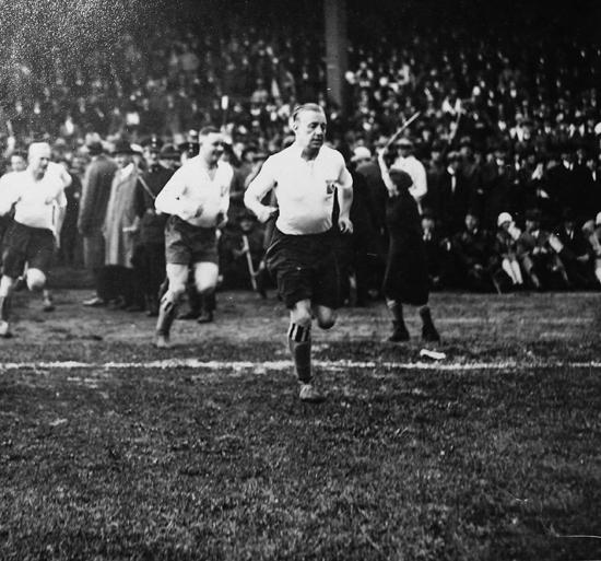 Hamburger sport-Verein i sine glansdager. Asbjørn Halvorsen bak keeper. «tull» Harder ytterst til venstre.