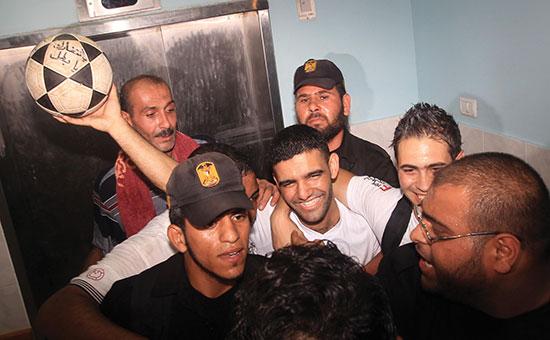 Etter nesten tre år i israelsk fengsel, og etter tre måneders sultestreik, var Mahmoud Sarsak en fri mann. Han hadde mistet en tredel av kroppsvekten.
