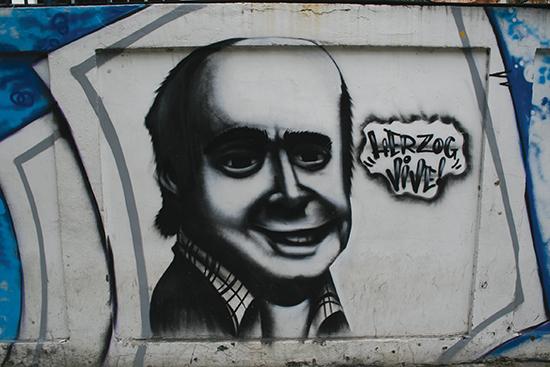 I 1975 ble journalisten Vladimir Herzog torturert og drept av det hemmelige politiet i São Paulo. I dag er han blitt et symbol på kampen mot José Maria Marin. Denne graffitien er fra Rio de Janeiro.