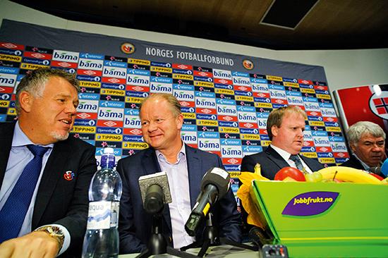 27. september 2013 holder NFF pressekonferanse angående bytte av landslagssjef. På podiet satt Kjetil Siem, Per-Mathias Høgmo, Yngve Hallén og Drillo. Drillo holdt inne det han egentlig mente – noe NFF senere brukte mot ham.