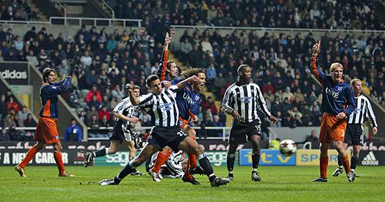 Heerenveen røk ut mot Alan Shearer og Newcastle i europacupen, men Daniel Berg Hestad spilte to gode kamper mot det engelske laget i 2005.