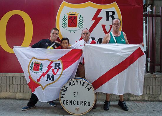 Rayo Vallecano har et ubrytelig bånd med nabolaget, og gjenspeiler perfekt identiteten og verdiene til sine supportere. Klubben er områdets fremste ambassadør og store stolthet.