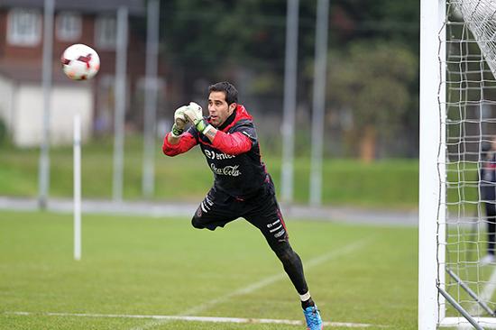 Claudio Bravo er fra Chile, men er likevel et produkt av den nederlandske skolen. Den nye Manchester City- manageren Pep Guardiola har akkurat hentet ham fra Barcelona.