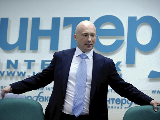 Igor Lebedev er sønnen til den russiske nasjonalistlederen Vladimir Sjirinovskij. Lebedev er parlamentsmedlem og medlem av eksekutivkomiteen i det russiske fotballforbundet og, har tette bånd til dem som sto bak det planlagte bråket under EM i Frankrike.