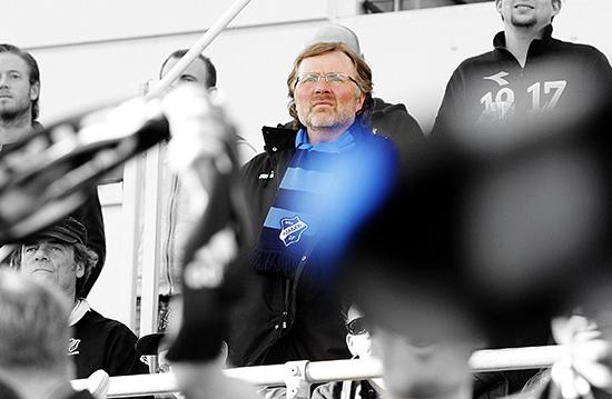 Fotball Tippeligaen ≈rÂsen Stadion 10.04.10 Lillestr¯m - StabÊk Erik Loe pbortetribunen p≈rÂsen Foto: Eirik F¯rde