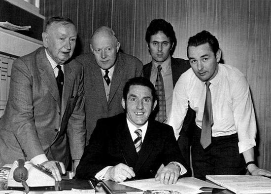 Dave Mackay var en av spillerne som Clough og Taylor bygde sitt Derby-lag rundt. Derby tok ligagull med Mackay på banen. Da Clough ble sparket som manager, tok Mackay over jobben hans.
